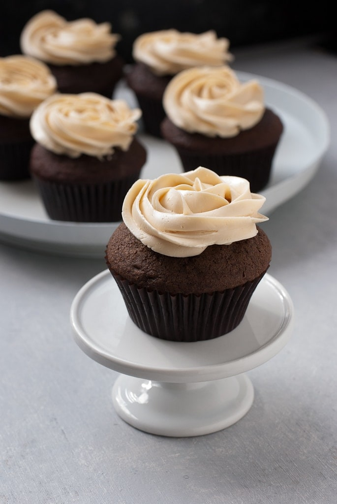 Dark Chocolate Cupcakes With Salted Caramel Buttercream PineappleandCoconut.com