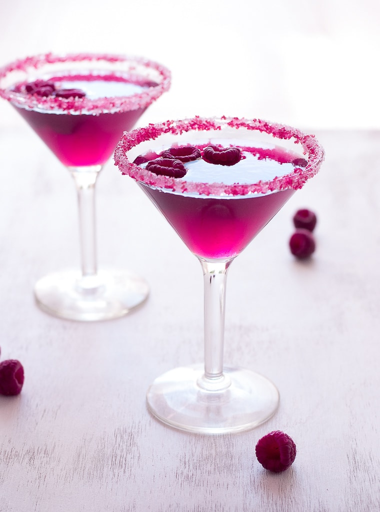 Very pink raspberry cosmopolitan cocktail for Cocktail margarita