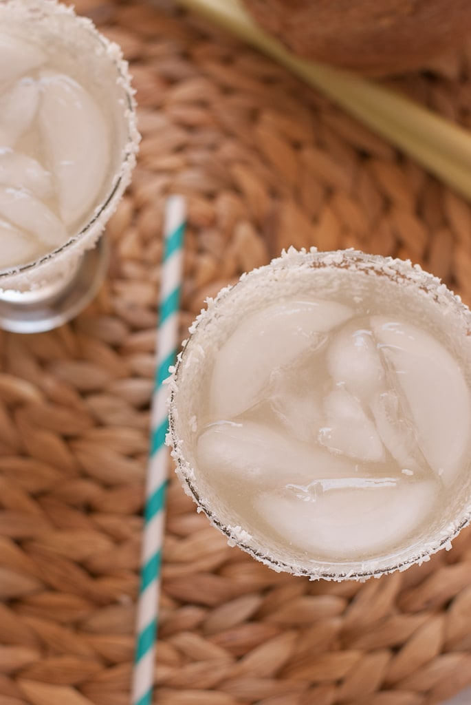 Coconut Lemongrass Margarita PineappleandCoconut.com #cincodemayo #1800coconut