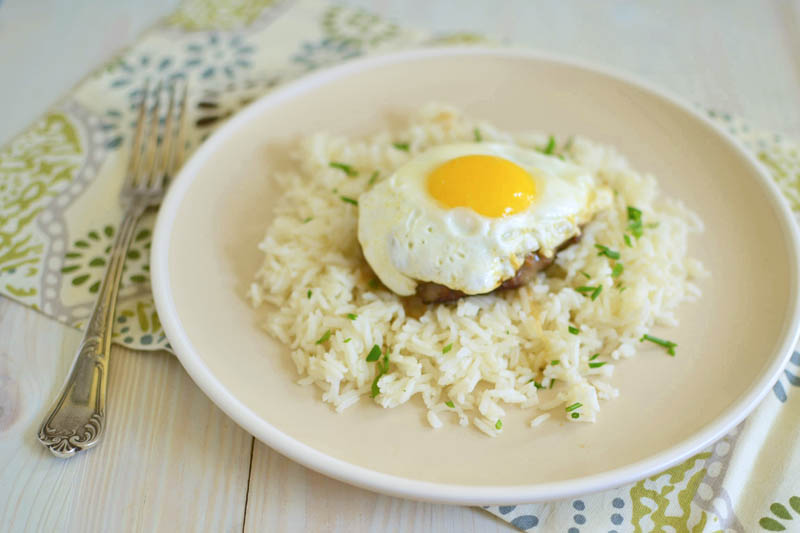 Classic Loco Moco Guest Post by The Little Ferraro Kitchen www.pineappleandcoconut.com #Hawaiian #pinacocoallthethings