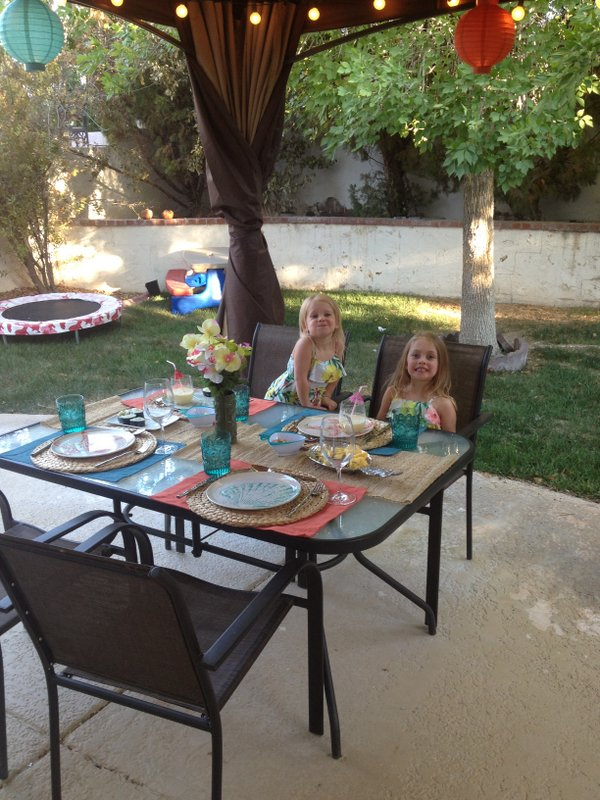 Backyard Aloha Family Picnic #SummerFun with World Market And 3 New Recipes www.pineappleandcoconut.com
