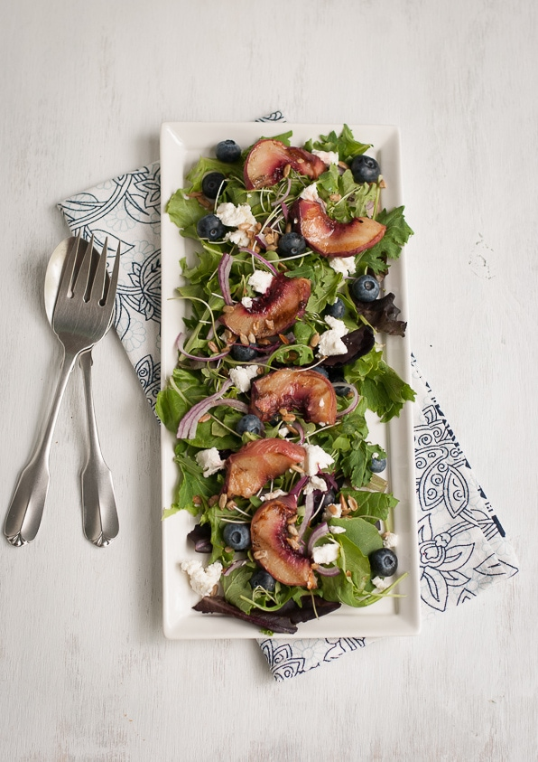Grilled White Peach and Chicken Salad With Blueberry Basil Vinaigrette | PineappleandCoconut.com