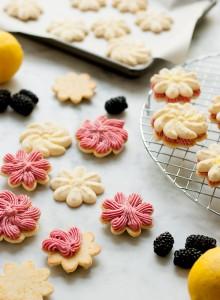 Lemon Blackberry Sandwich Cookies #leftoversclub   Pineapple and Coconut