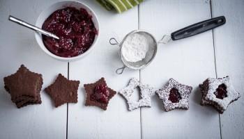 Chocolate Raspberry Linzer Cookies www.pineappleandcoconut.com #Christmasweek (1)