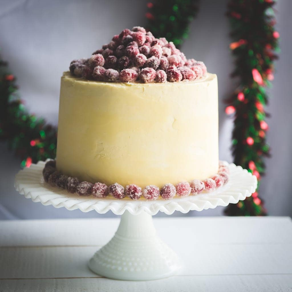 Christmas white chocolate cranberry layer cake for Decoration layer cake