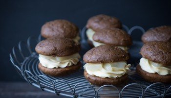 Gingerbread Whoopie Pies with Maple Poached Pears and Maple Buttercream www.pineappleandcoconut.com #Christmasweek (6)