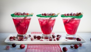 Spiced Cranberry Holiday Margaritas www.pineappleandcoconut.com #ChristmasWeek (5)