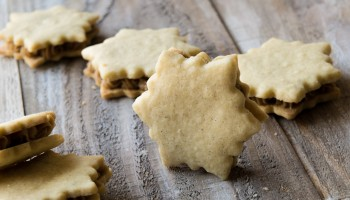 Vanilla Cardamom Shortbread Snowflake Sandwich Cookies www.pineappleandcoconut.com #fbcookieswap (1)