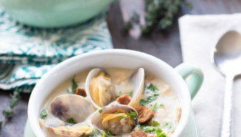 Best Ever New England Clam Chowder www.pineappleandcoconut.com #soup (2)