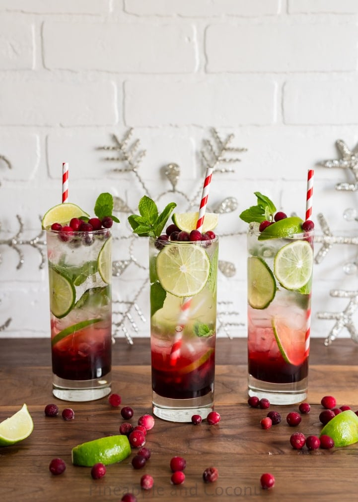 Spiced Hibiscus Cranberry Mojitos www.pineappleandcoconut.com #christmasweek