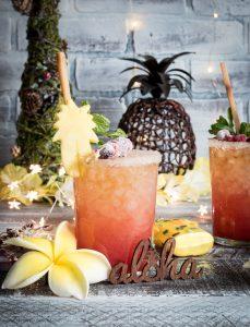 Mele Kalikimaka Mai Tai ( Christmas Mai Tai) #Drinkmas www.pineappleandcoconut.com