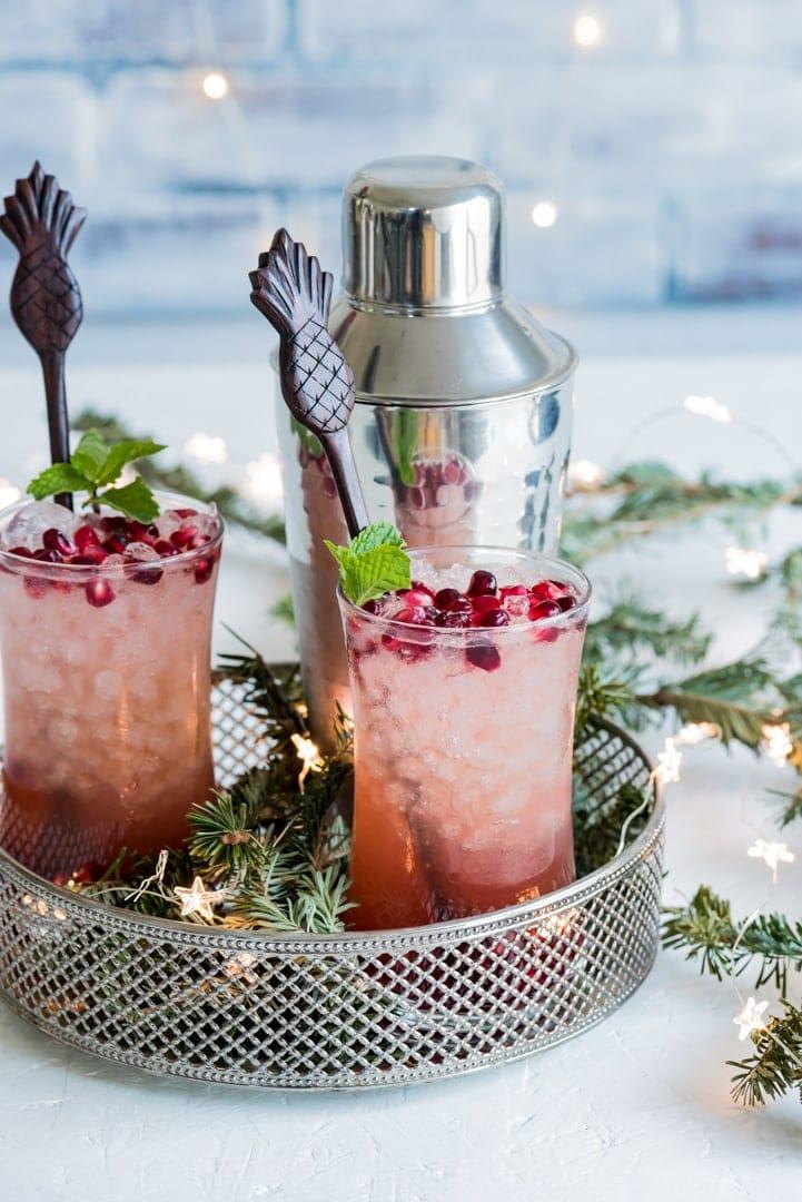 Pomegranate Passionfruit Rum Fizz www.pineappleandococnut.com #Drinkmas