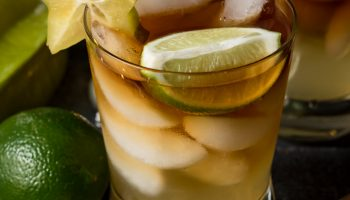 Spicy Dark and Stormy Cocktail #Drinkmas www.pineappleandcoconut.com