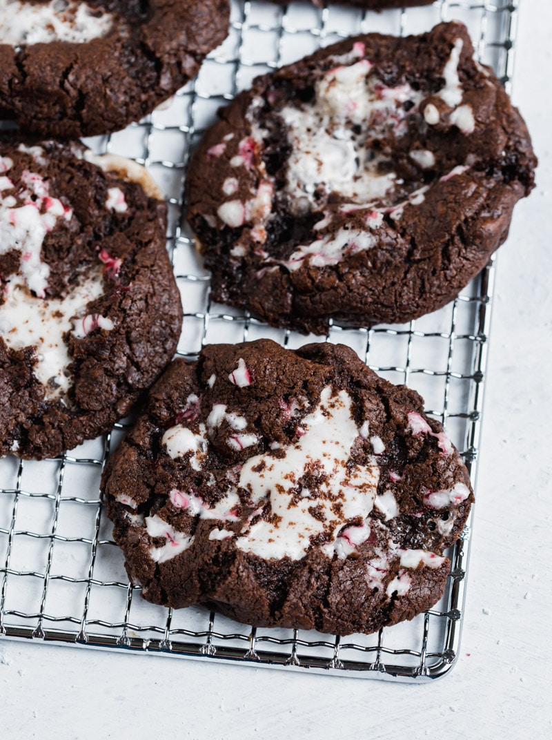 Chocolate Peppermint S'mores Cookies www.pineappleandcoconut.com