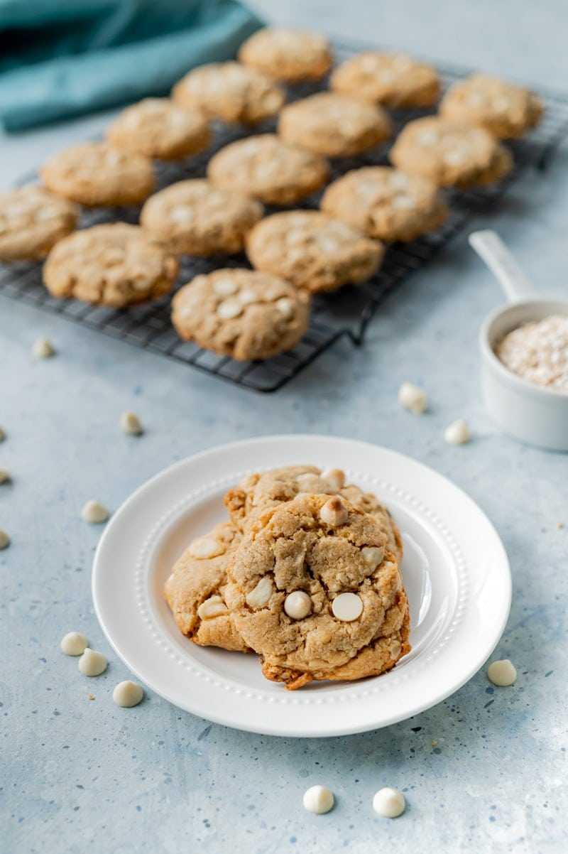 Peanut Butter Oatmeal Chocolate Chip Cookies www.pineappleandcoconut.com
