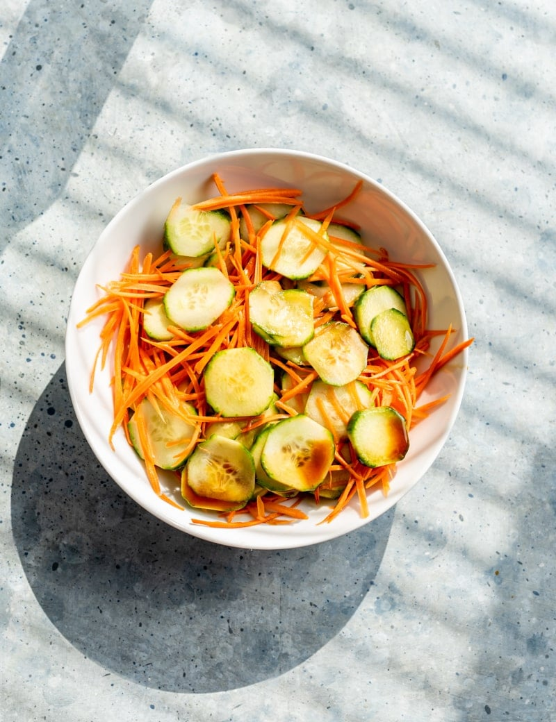 quick pickled cucumbers and carrots www.pineappleandcoconut.com